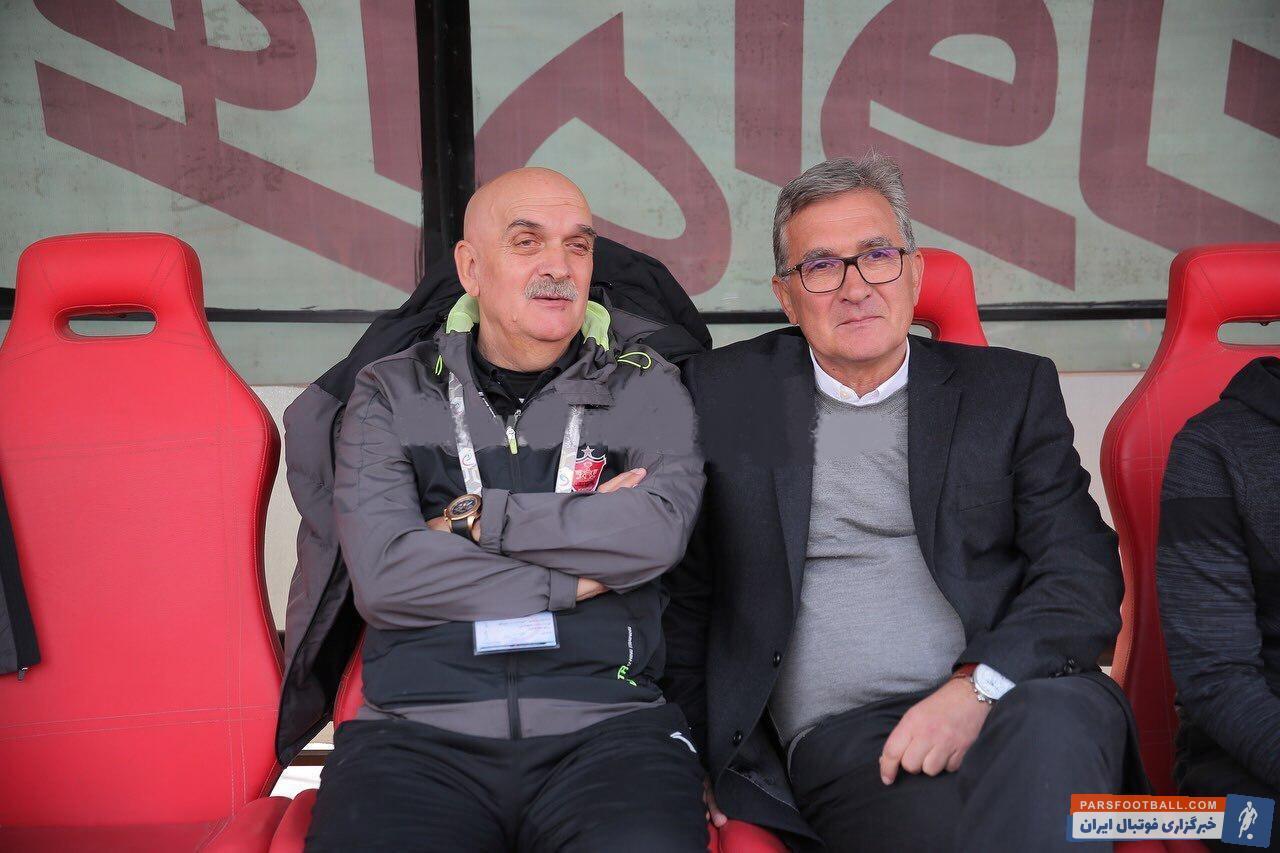 برانکو و برادرش زلاتکو ایوانکوویچ روی نیمکت ورزشگاه شهرقدس عکسی خانوادگی و یادگاری گرفتند برانکو و زلاتکو حالا خوشبخت ترین برادران فوتبالی هستند.