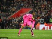 اتحادیه فوتبال انگلیس به دلیل پرتاب دو بطری پلاستیکی به سمت آلیسون در جریان بازی در ورزشگاه خانگی ساوتهمپتون، درباره این حادثه تحقیقات رسمی خواهد کرد.