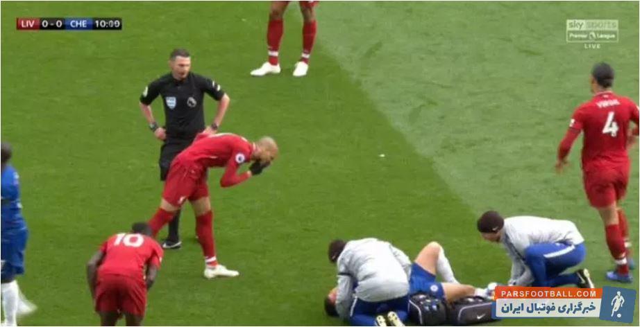 فابینیو بازیکن لیورپول زمانی که هازارد روی زمین خوابیده آب بینی خود را به فاصله نزدیکی از او شلیک میکند در انگلیس خبرساز شده است.