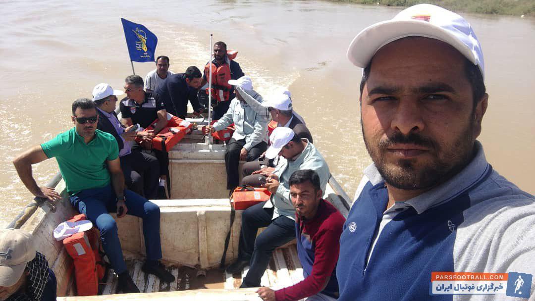افشین قطبی به همراه ابراهیم میرزاپور، رضایی مدیرعامل تیم و دیگر اعضای باشگاه فولاد با قایق به این مناطق رفت تا از نزدیک شاهد وضعیت سیل زدگان باشد.