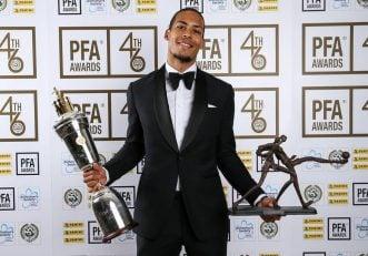 ویرژیل فن دایک ویرژیل فندایک به عنوان بازیکن سال لیگ برتر انتخاب شد ویرژیل فندایک بعد از دریافت جایزه خود از کسب این جایزه به عنوان افتخاری بزرگ یاد کرد.