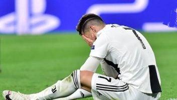 واکنش کریستیانو رونالدو مهاجم تیم فوتبال یوونتوس پس از حذف این تیم مقابل آژاکس آمستردام در مرحله یک چهارم نهایی لیگ قهرمانان اروپا را مشاهده می کنید.