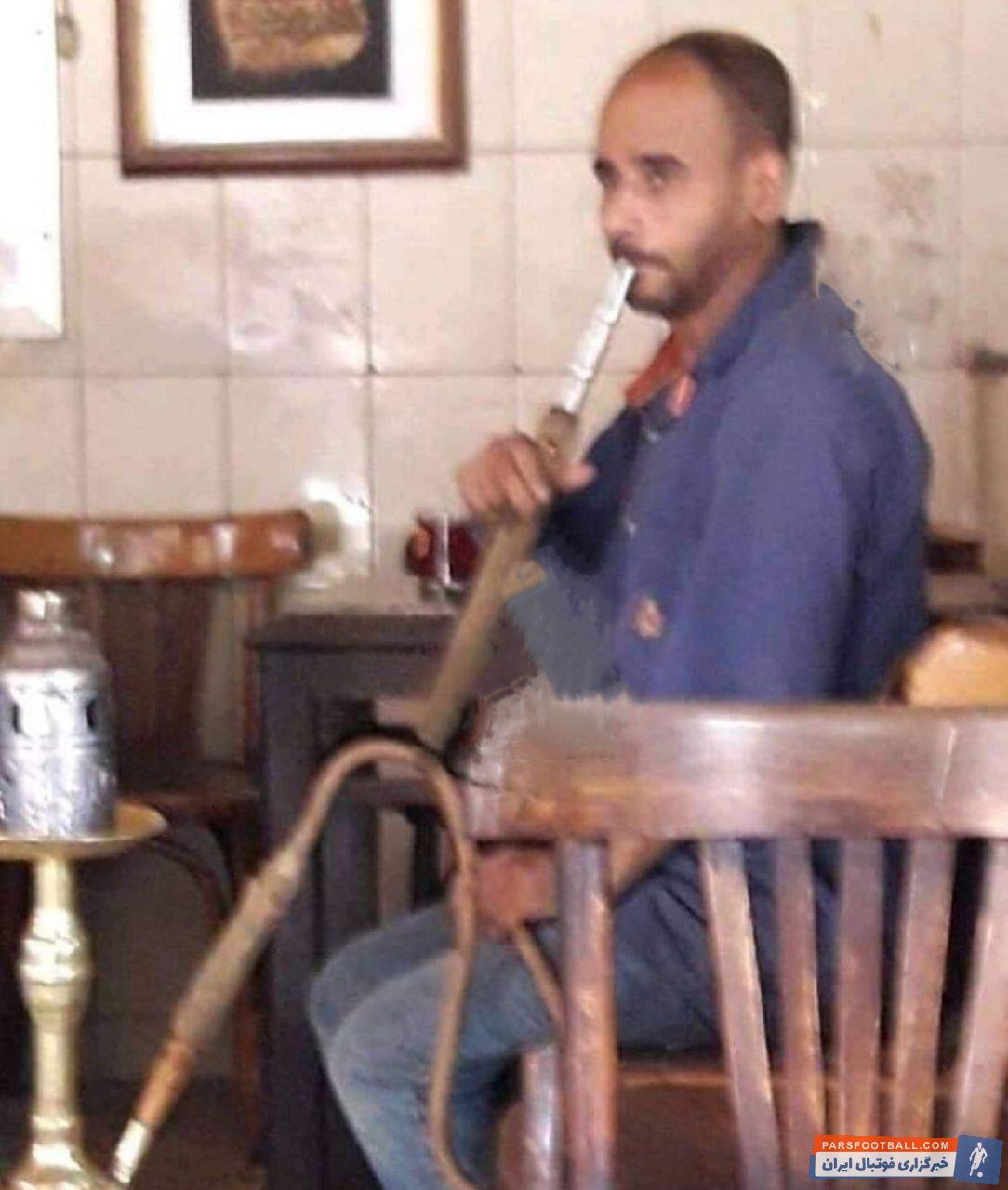 تصویری جالب از بدل ایرانی گواردیولا در حال قلیان کشیدن