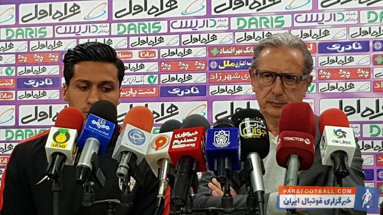 کنفرانس خبری لیکنز پر بود از سوال هایی مستقیم از خبرنگاران رکِ تبریزی در مورد عدم نتیجه گیری تیم و البته لیکنز سعی داشت خود را کنترل کند.