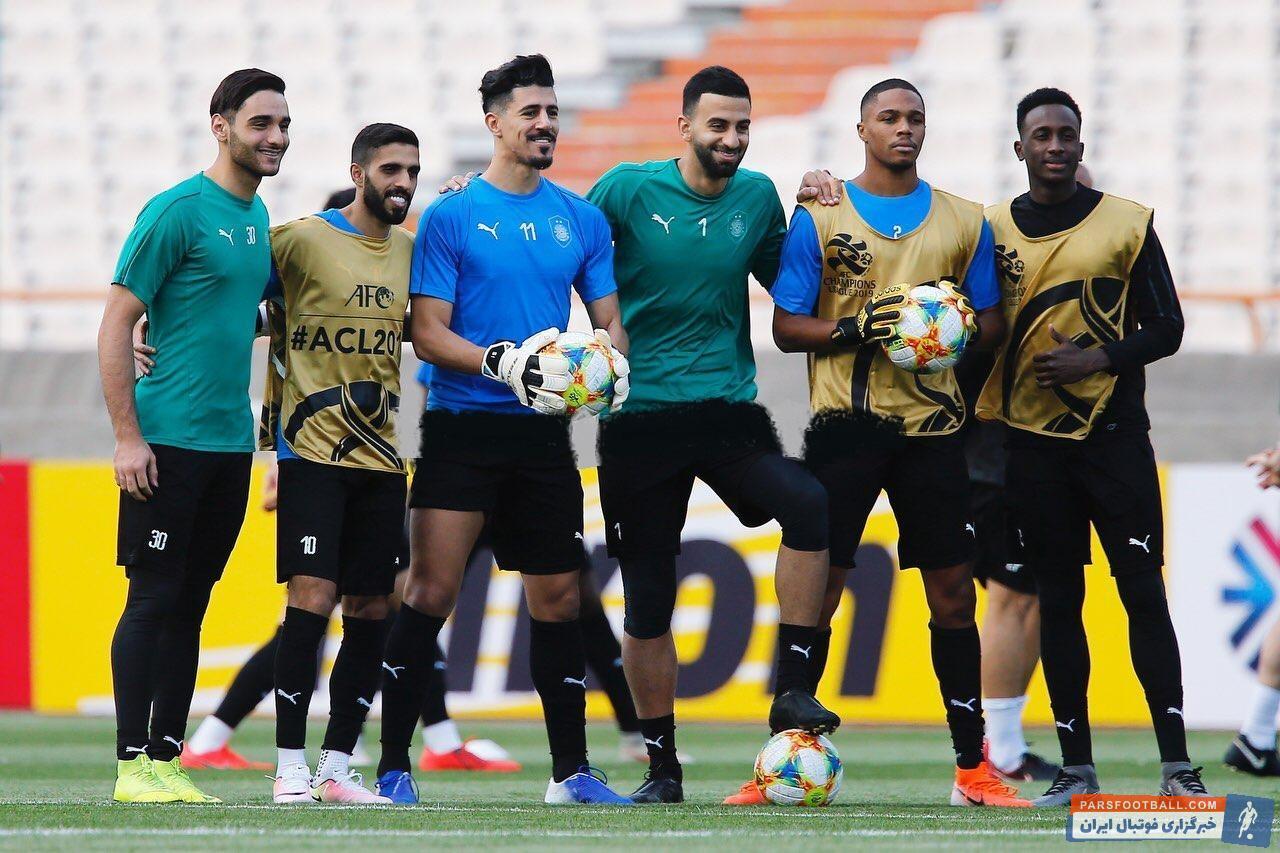بغداد بونجاح ستاره الجزایری السد قطر در آستانه دیدار برابر پرسپولیس دستکش دروازهبانی به دست کرد بغداد بونجاح دور از دروازه حریف دیده شد.
