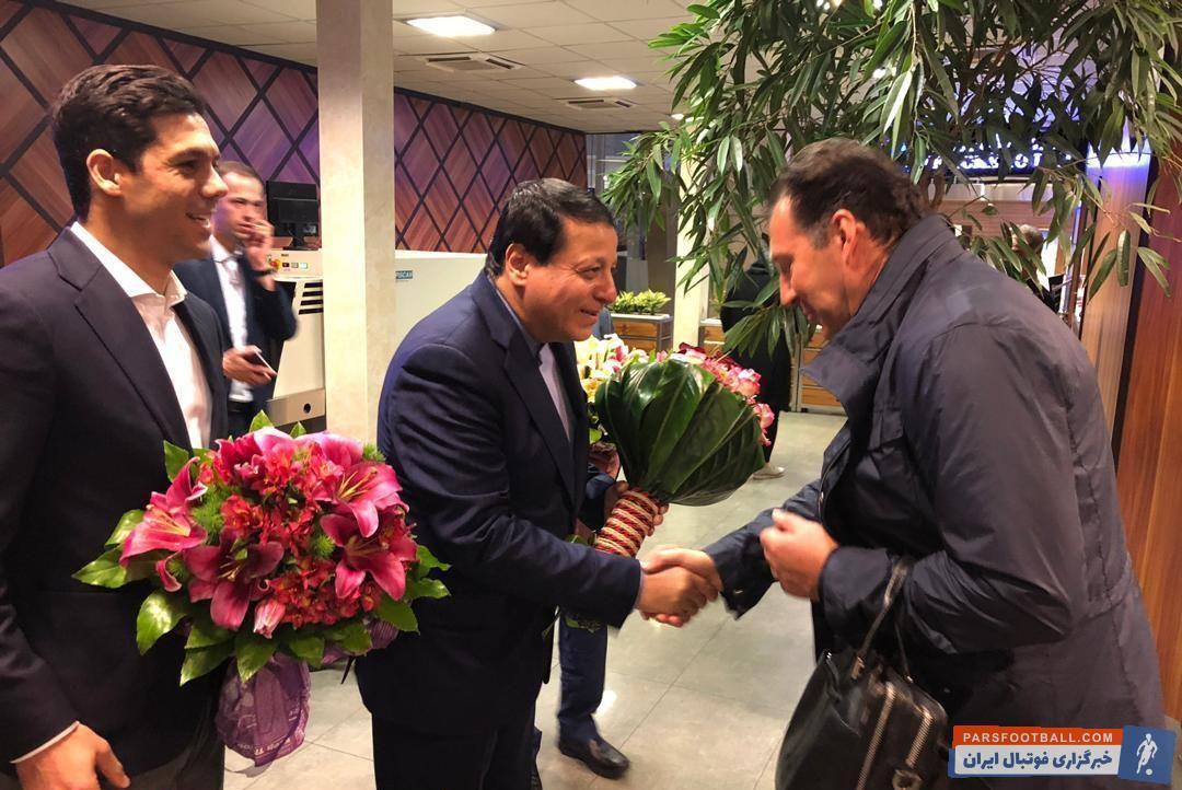 هواپیمای حامل مارک ویلموتس راس ساعت ۲ بامداد وارد فرودگاه امام شد ویلموتس سپس در سالن CIP مورد استقبال رسمی محمدرضا ساکت و ابراهیم شکوری قرار گرفتند.