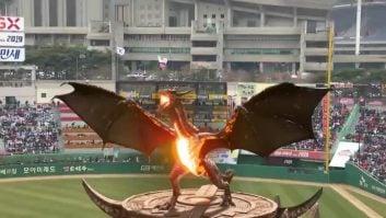 ورود اژدها به افتتاحیه مسابقه بیسبال در کره جنوبی ؛ پارس فوتبال