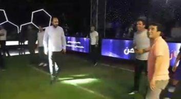 رقابت فوتبالی عزیزی و علی فروغی ، مدیر شبکه ۳ در پشت صحنه برنامه ستاره ساز