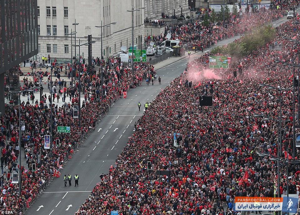 لیورپول موفق شد بعد از طی کردن مسیری دشوار در نهایت با کسب برتری 0-2 مقابل تاتنهام لیگ قهرمانان را فتح کند و حالا شاگردان یورگن کلوپ وارد بندر لیورپول شدند.