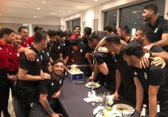 مسعود شجاعی جشن گرفت ملی پوشان حاضر در اردوی تیم ملی عصر دیروز ( یکشنبه) مراسم تولدی برای مسعود شجاعی کاپیتان تیم ملی برگزار کردند.