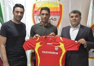 ایوب والی اولین بازیکنی است که در زمان حضور جواد نکونام در اهواز، قرارداد خود را امضا می کند نکونام به اهواز رسیده و تمرینات این تیم را فردا آغاز می کند.
