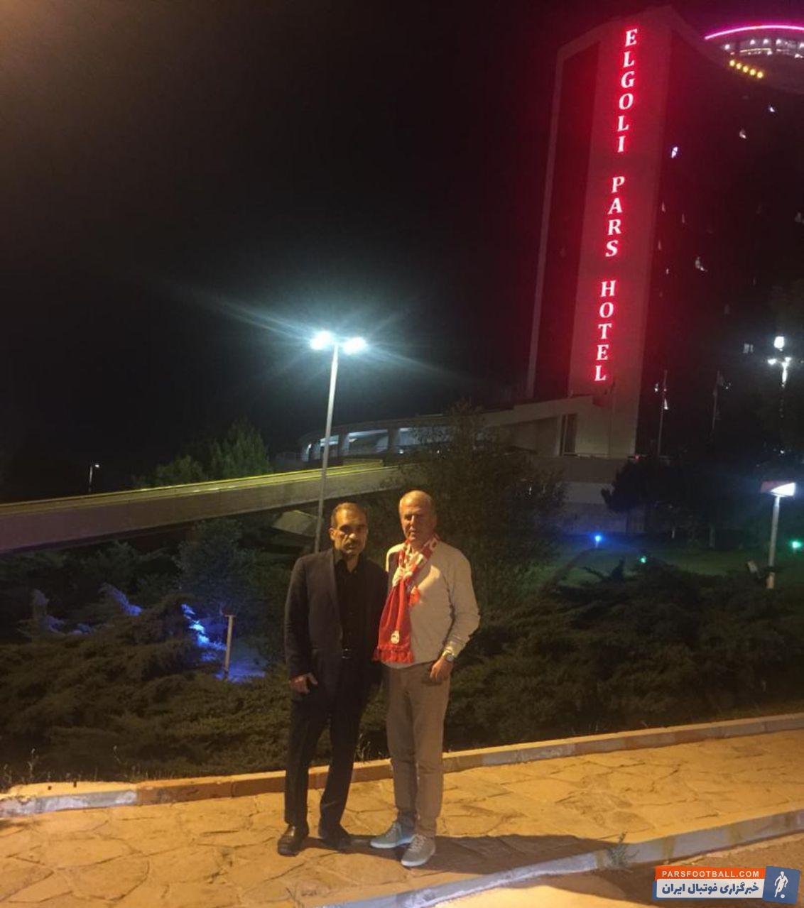 مصطفی دنیزلی  روز پنجشنبه قرارداد یکساله اش را با محمدرضا زنوزی مالک این باشگاه به امضا رسانده بود دنیزلی  دوشنبه شب استانبول را به مقصد تبریز ترک کرد.