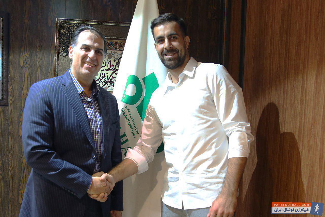 محمدباقر صادقی یکی دو فصل اخیر را با ذوبی ها گذرانده بود محمدباقر صادقی پس از توافق با سعید آذری، امروز قرار خود را با این تیم تمدید کرد.