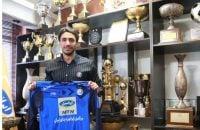 سیاوش یزدانی جزو اولین بازیکنانی بود که قراردادش را با استقلال نهایی کرد اما باشگاه به دلیل عدم انتخاب سرمربی قرارداد سیاوش یزدانی را رسمی نکرد.