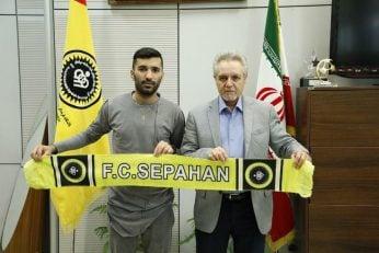 محسن مسلمان امروز با حضور در دفتر مهندس تابش، مدیر عامل این باشگاه، قرارداد خود را به مدت ۲ فصل با طلایی پوشان تمدید کرد.