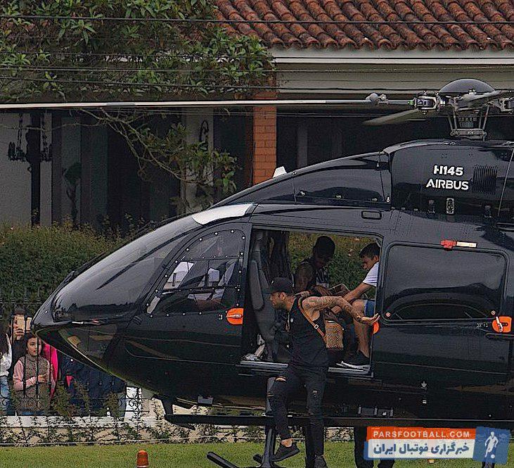 نیمار ستاره سلسائو همراه برخی از همتیمیهایش با هلیکوپتر او خودشان را به محل تمرین رساندند که این موضوع به سوژه ای برای خبرنگاران بدل شد.