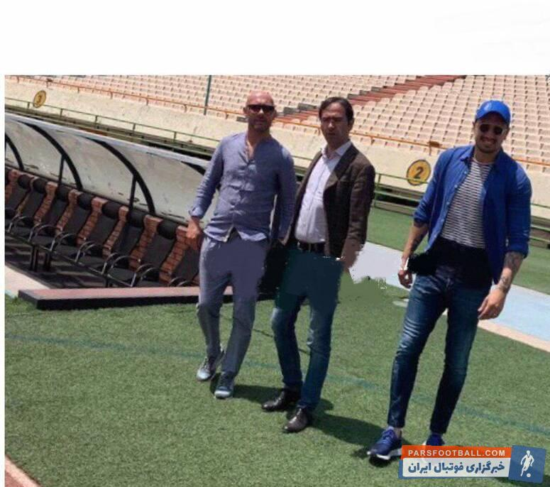 دو دستیار آندرا استراماچونی ، سرمربی مد نظر استقلال همراه با علی خطیر معاون ورزشی باشگاه در حال بازدید از ورزشگاه آزادی.