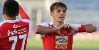 فرشاد احمدزاده بازیکن سابق تیم فوتبال پرسپولیس صبح امروز با حضور در باشگاه قرارداد خود را به صورت رسمی با این تیم امضا کرد.