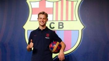 دییونگ اولین عکسهای خود با پیراهن بارسلونا را گرفت دییونگ میگوید باور نمیکند رویای کودکیاش یعنی بازی در بارسا در کنار مسی به واقعیت خواهد پیوست.