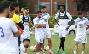 شیخ دیاباته 195 سانتی متر به عنوان اولین خرید خارجی استقلال از پنج شنبه تمرین خود را با این تیم آغاز کرده است تا خود را برای شروع فصل جدید آماده کند.