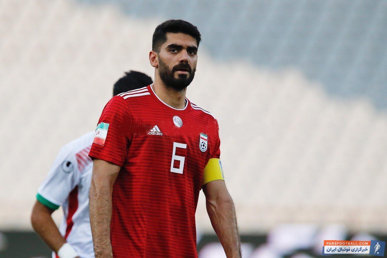 """علی کریمی رویارویی تیم""""ب"""" ایران با امیدها در حالی با تساوی به پایان رسید که یک بار دیگر بازوبند کاپیتانی به ستاره ای به نام علی کریمی رسید."""