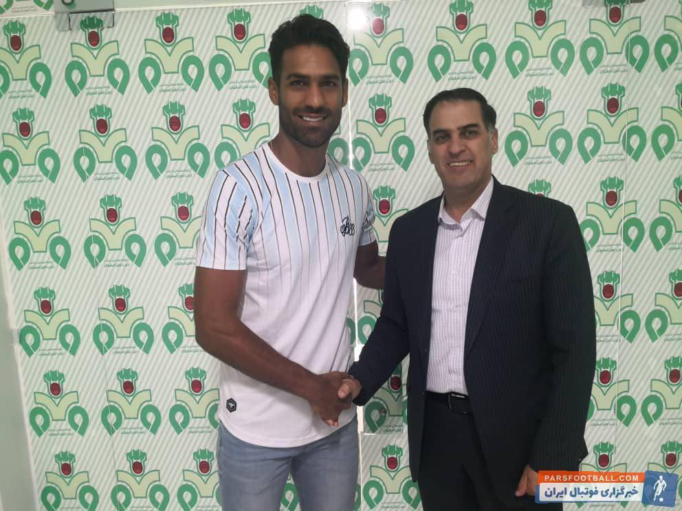 وحید محمدزاده قرارداد خود را به مدت دو سال با تیم ذوب آهن تمدید کرد وحید محمدزاده در دو فصل اخیر جزو بازیکنان اصلی تیم سبزپوش اصفهان بود.