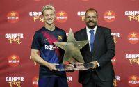 دی یونگ فرانکی دییونگ بعد از آنکه به عنوان بهترین بازیکن دیدار بارسلونا- آرسنال در جام خوان گمپر انتخاب شد گفت استحقاق این جایزه را ندارد.