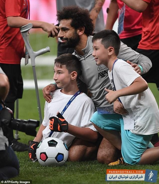 محمد صلاح ستاره مصری لیورپول در استانبول وودافون استانبول با عدهای از کودکان تحت پوشش بنیاد فیفا همراه شد محمد صلاح برای آنها خاطرههای زیبایی خلق کرد.