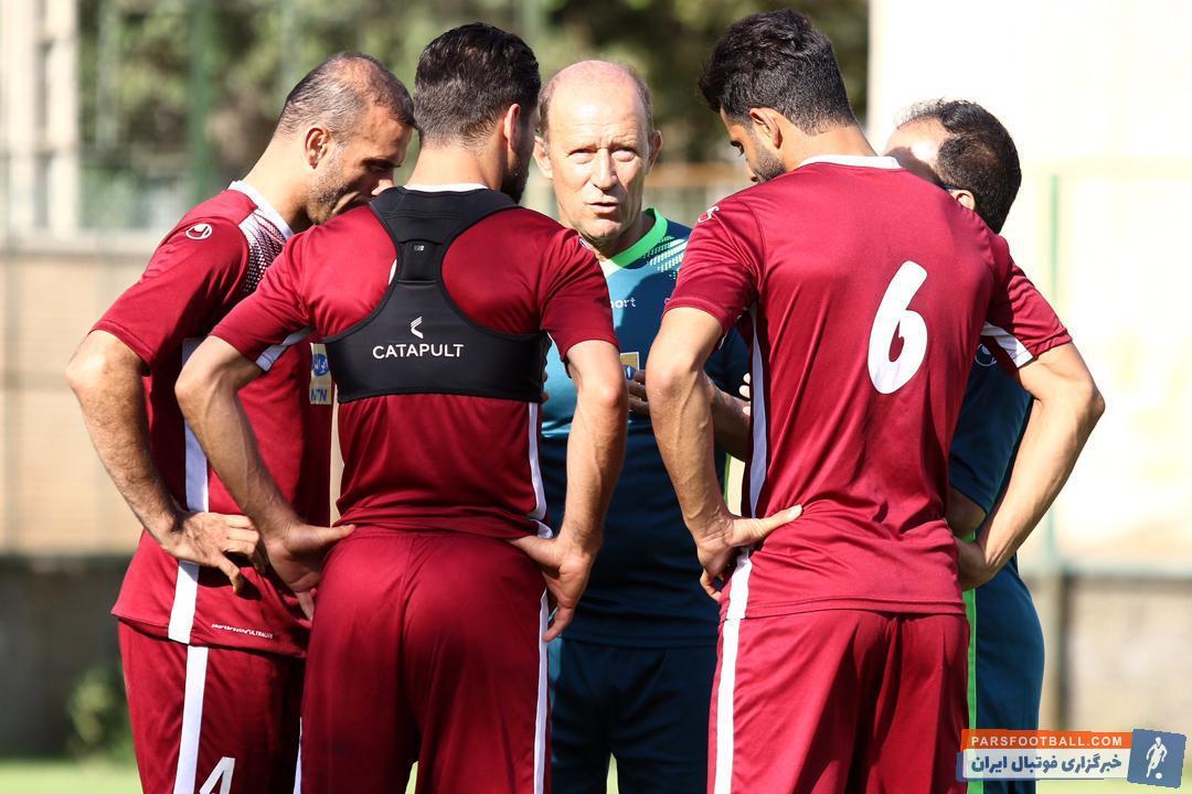 در لیگ شانزدهم زوج انصاری - سیدجلال حسینی و دو فصل بعدی زوج خلیل زاده - سیدجلال حسینی در خط دفاعی استفاده شدند و عملکرد خوبی را هم از خود به جای گذاشتند.
