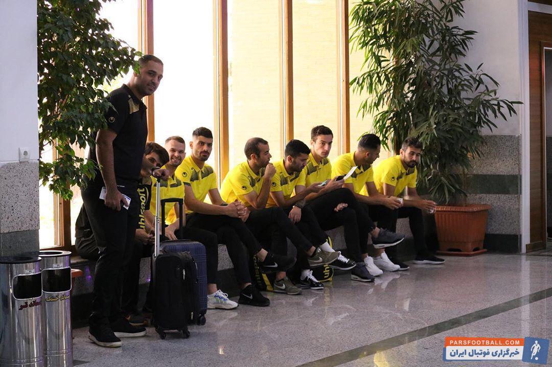 سپاهان علیرغم اینکه مصاف تیم سپاهان با شاهین شهرداری بوشهر به تعویق افتاد  امروز اصفهان را ترک کرد تا آماده این دیدار شود.