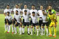 عکس تیمی که از شاهین شهرداری بوشهر پیش از بازی با سپاهان توسط عکاسان به ثبت رسید که عکس شاهین شهرداری متفاوت با همه عکس های تیمی بود.