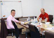 کالدرون به دیدار انصاری فرد رفت از ملاقات مدیر و مربی قرمزها خبری منتشر نشده اما احتمالا انصاری فرد وضعیت تیم را از کالدرون جویا شده.