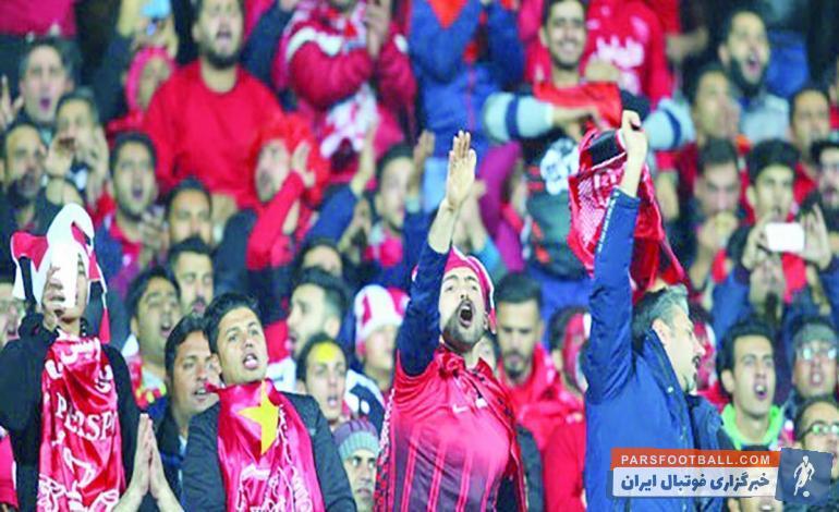 فوتبال ؛ همه اعتراض های شدید هواداران پرسپولیس علیه سرمربی و مدیر عامل