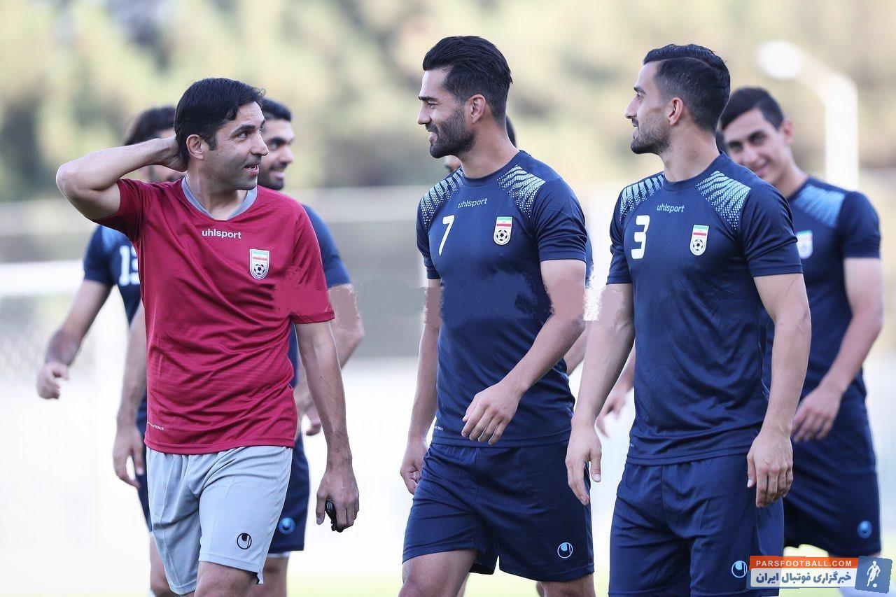 تمرین روز یکشنبه تیم ملی در حالی برگزار شد که احسان حاج صفی و مسعود شجاعی برخوردی صمیمانه با وحید هاشمیان دستیار ویلموتس داشتند.
