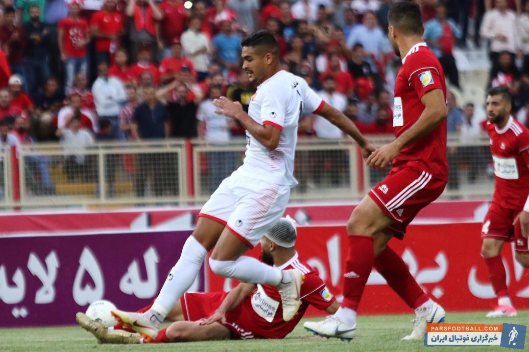 براندائو جونیور در دقیقه 82 بازی تراکتور به زمین آمد و نتوانست کاری انجام دهد؛ به نظر میرسد مصدومیت براندائو جونیور همچنان پا بر جاست.