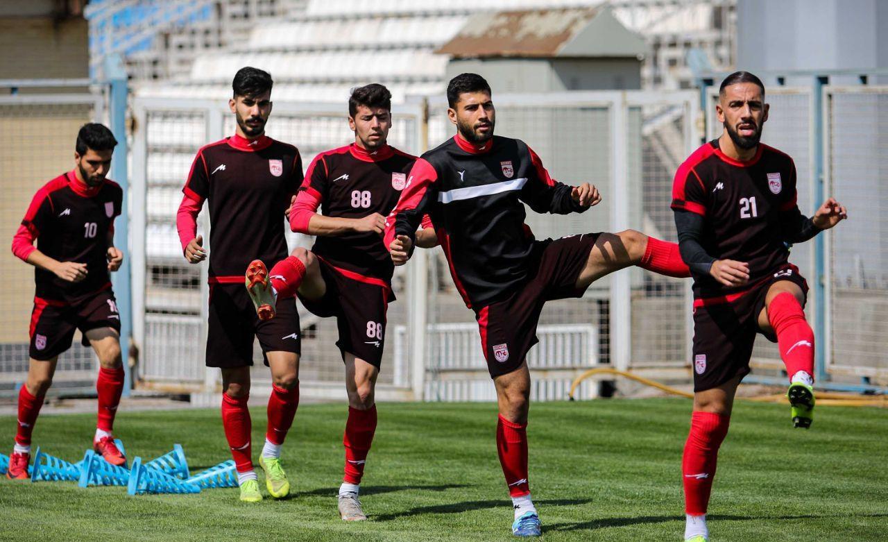 اشکان دژاگه، احسان حاج صفی، مسعود شجاعی و رشید مظاهری چهار بازیکن ملی پوش تراکتور همراه تیم ملی به هنگ کنگ سفر کرده بودند.