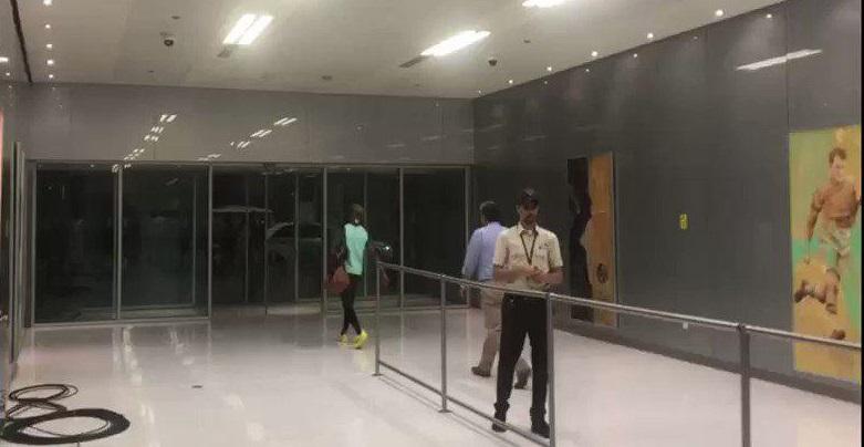 برانکو با چهره ای ناراحت و البته خشمگین رختکن را ترک کرد برانکو از استادیوم کینگ عبدالله خارج شد؛ او حالا یک مربی اخراجی است.