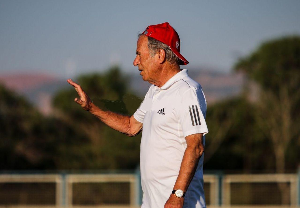 مصطفی دنیزلی فردا در مقابل گل گهر سیرجان باید تیمش را هدایت کند؛ تیمی که مربی آن وینکو بگوویچ رقیب قدیمی دنیزلی است.