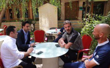 فرهاد مجیدی سرمربی امیدهای ایران در ادامه حضور در بازی های مهم لیگ برتر امروز در اصفهان حاضر شد تا بازی ذوب آهن با استقلال را از نزدیک تماشا کند.
