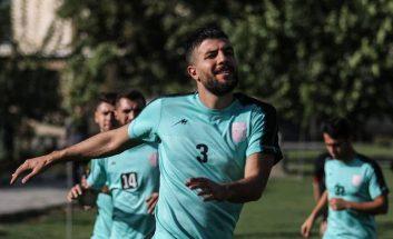 محمدرضا خانزاده مدافع مصدوم تراکتور به تمرینات تیمش برگشته و پزشکان باشگاه در تلاش هستند او را به دیدار هفته ششم لیگ برتر برسانند.