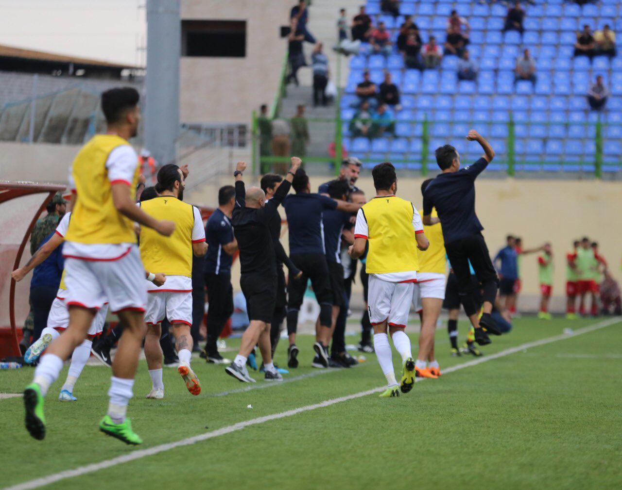 رقابت های جام حذفی دیروزدر شرایطی آغاز شد در یکی از دیدارهای این مرحله، شاگردان مهاجری طبق قرعه از تیم شهرخودرو مشهد پذیرایی کردند.