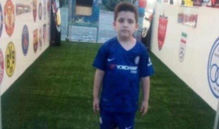 متأسفانه یک پسربچه هشت ساله طرفدار باشگاه پرسپولیس در حاشیه بازی تیمهای فوتبال پرسپولیس و صنعت نفت در استادیوم آزادی فوت کرد.