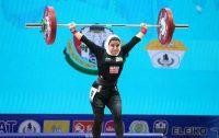 زنان وزنهبردار ایران امروز برای اولین بار در مسابقات قهرمانی جهان حضور پیدا کردند. پوپک بسامی اولین دختری بود که برای ایران وزنه زد.
