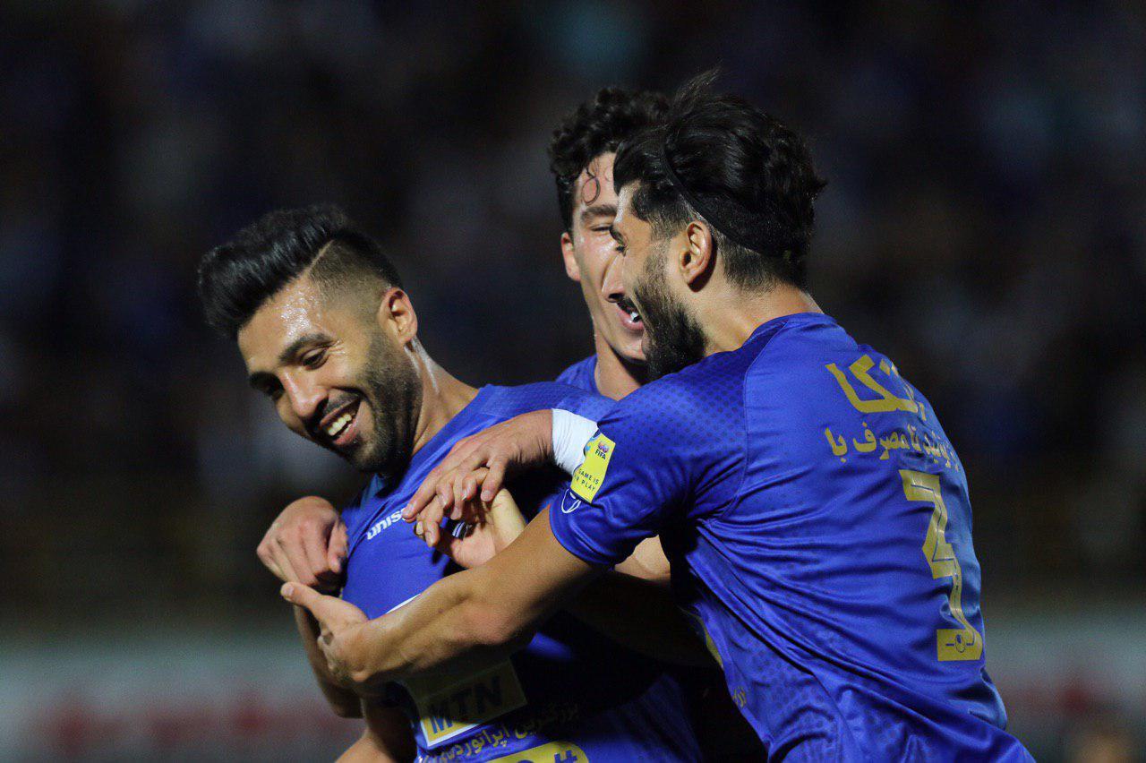 فرشید اسماعیلی بیتردید ستاره دو بازی اخیر استقلال بوده است، بازیکنی که در تساوی دو بر دو تیمش برابر ذوب آهن یک گل زد و یک پاس گل داد.