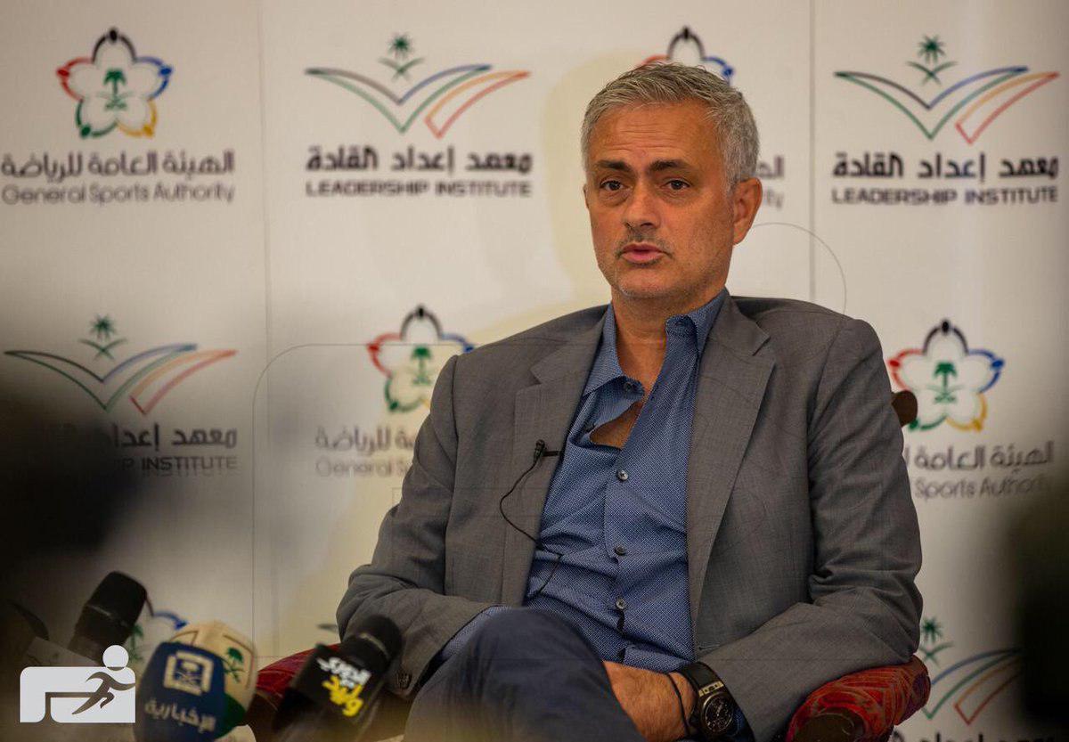 مورینیو مشهورترین مربی پرتغالی حال حاضر دنیای فوتبال برای حضور در سمینار مربیگری از یکی دو روز پیش در جده عربستان حضور دارد.