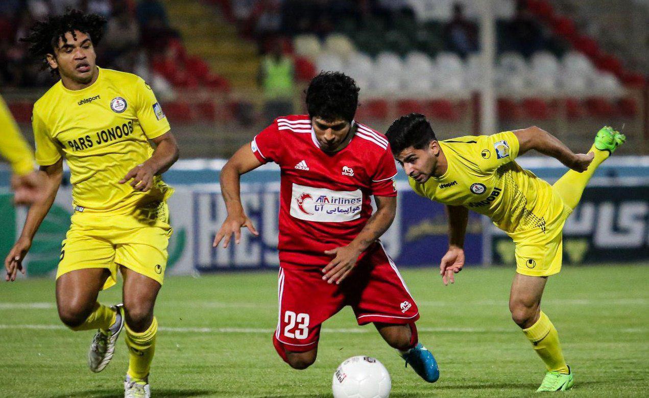 ویلیان میمبلا که امسال به عنوان یکی از سهمیه های خارجی تراکتور به فوتبال ایران آمده یکی از خریدهای خوب تبریزی ها محسوب می شود.
