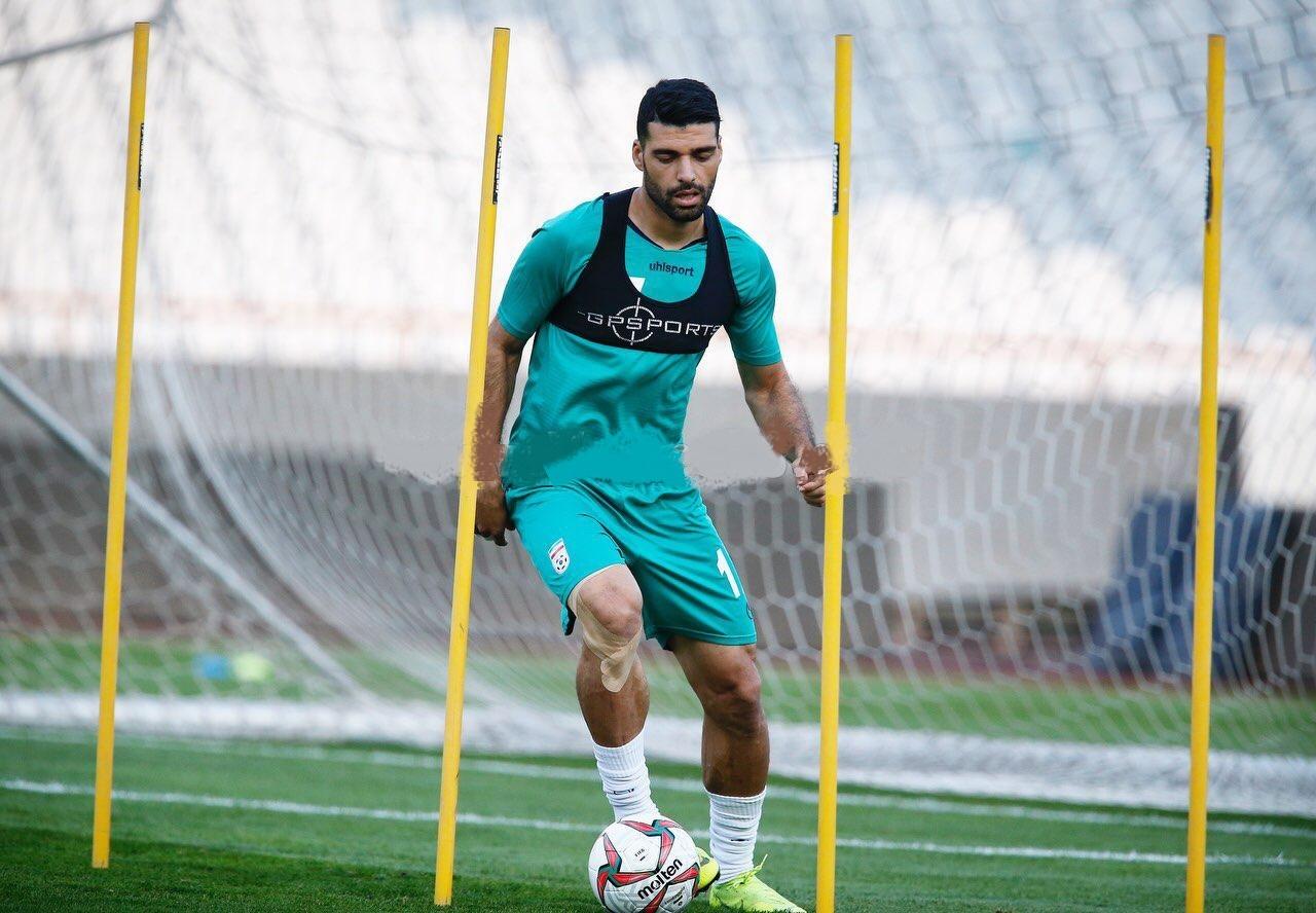 مهدی طارمی که اکنون یکی از گزینههای اصلی خط تهاجمی محسوب میشود، برای اولین بازی خود در انتخابی جام جهانی قطر در اردوی تیم ملی حاضر شده است.