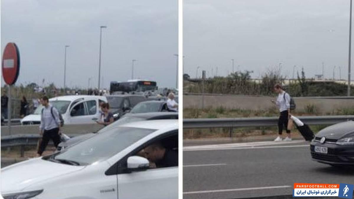 حالا امروز تصاویری از ایوان راکیتیچ منتشر شده و نشان می دهد راکیتیچ با پای پیاده و در حالیکه وسایلش را حمل می کرده در حال خروج از فرودگاه ال پرات بوده است.