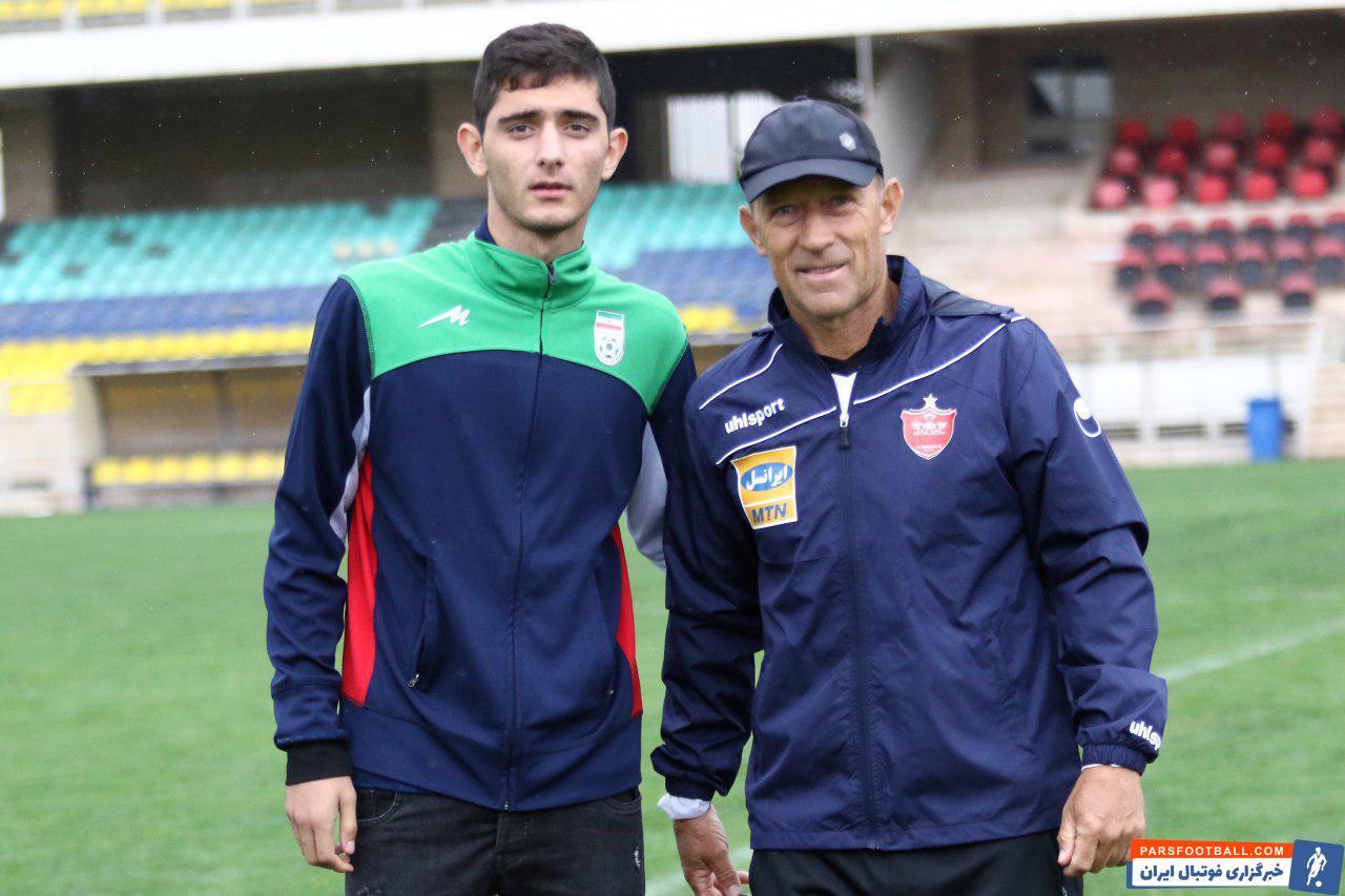 محمدحسن انصاری فرد در اولین اقدام نقل و انتقالاتی موفق شد آریا برزگر را به خدمت گیرد این در حالی است که آریا برزگر  در عضویت تیم خلیج فارس شیراز بود.