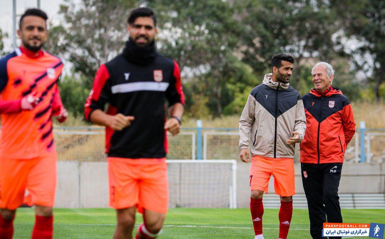 مسعود شجاعی، اشکان دژاگه و احسان حاج صفی 3 کاپیتان تیم ملی که در عضویت تیم  دنیزلی هستند جزو نفرات تاثیرگذار  دنیزلی به شمار می روند.